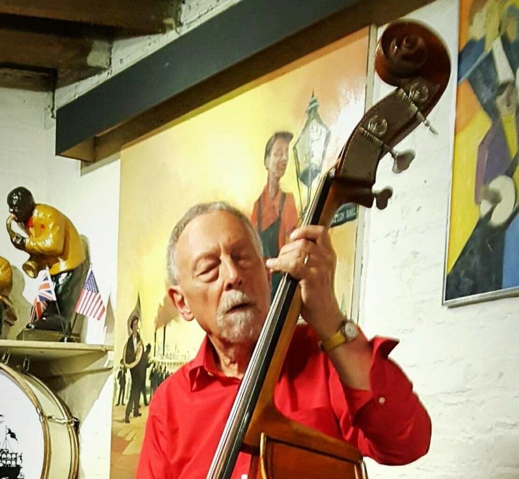 Brian Turnock, bas